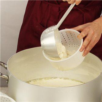 Comment réaliser des faisselles de fromage frais ?
